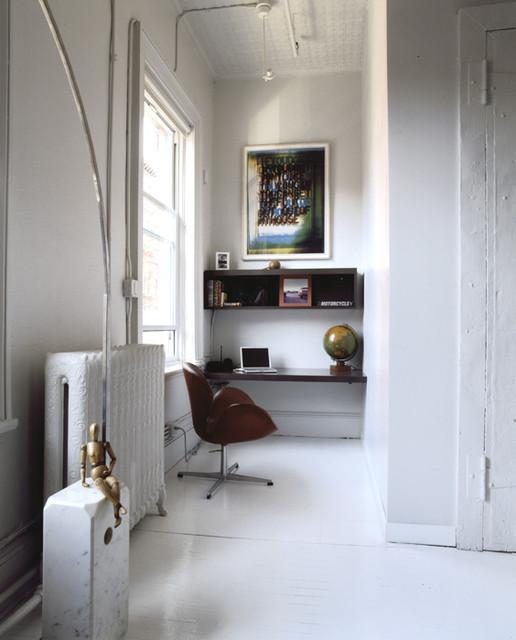 Minimalist living room photo in New York