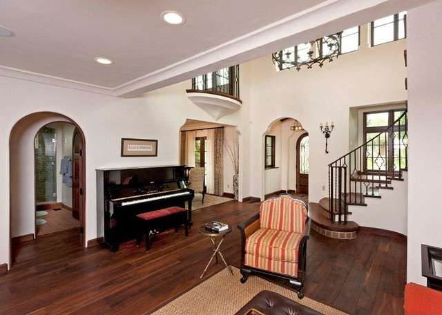 Spanish colonial revival brentwood darlington avenue for Spanish colonial revival living room