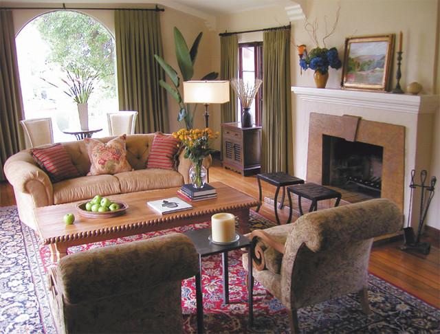 Spanish revival living room in glendale ca for A living room in spanish