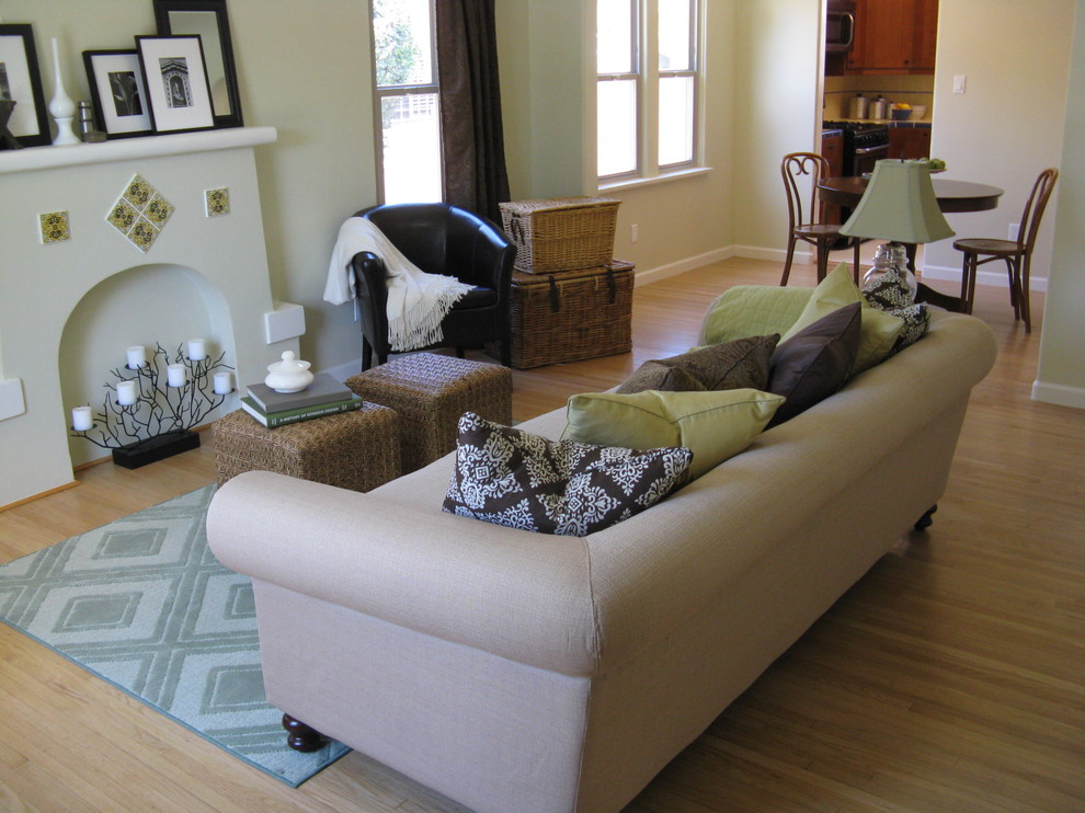Example of a tuscan living room design in Los Angeles