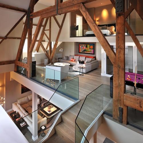 Пентхаус на мансарде деревянные балки в интерьере