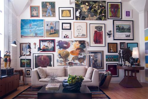 まるで美術館のような壁ですね。好きな作品を集めて飾れば、自分だけのギャラリーの完成です。