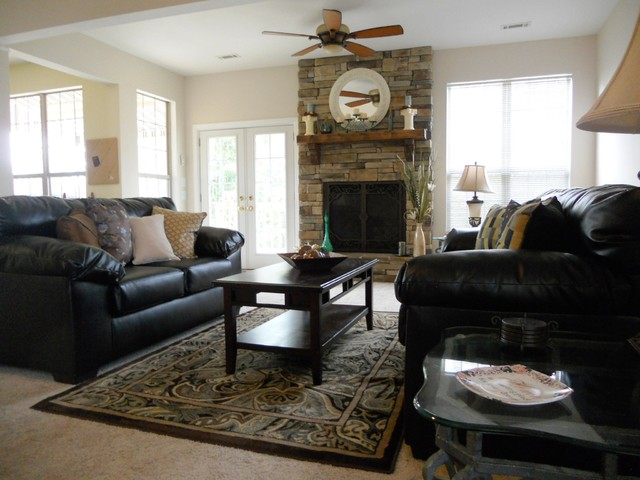 Staged Listing: 508 Chicakasaw Trail traditional-living-room