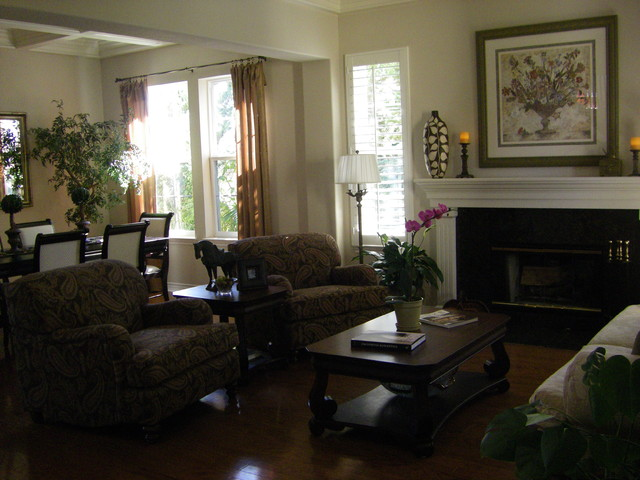Staged to Sell, La Costa Valley traditional-living-room