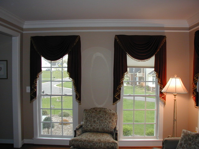 Swags traditional living room baltimore by for Living room valances and swags