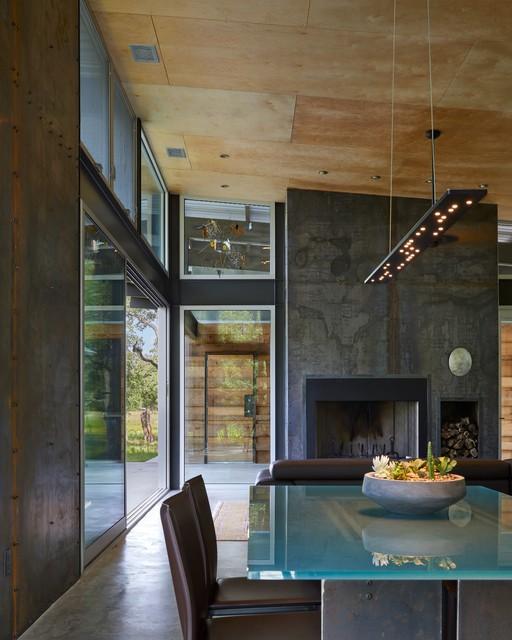 Texas Lake Retreat House transitional-living-room