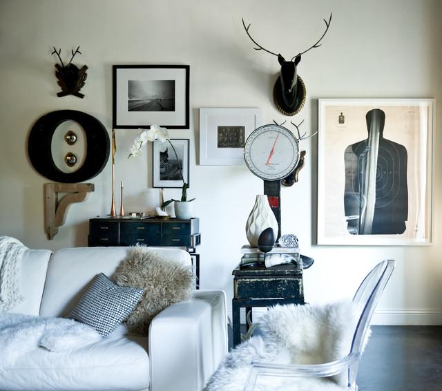 Ejemplo de salón ecléctico con paredes blancas