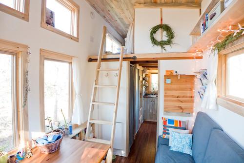 先ほどの部屋を反対から見ると、ロフトスペースがあります。就寝時以外は使わない寝室はロフトに作るといいですね。