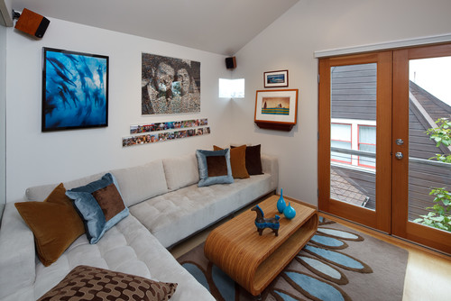 Tiny house: Small living room by Kimball Starr Interior Design