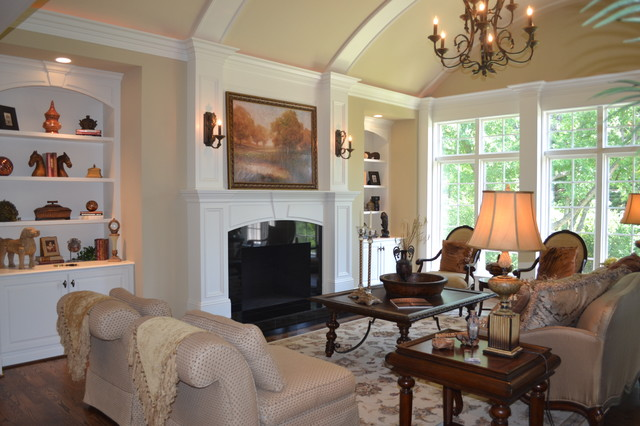 Town & Country 1 1/2 Story traditional-living-room