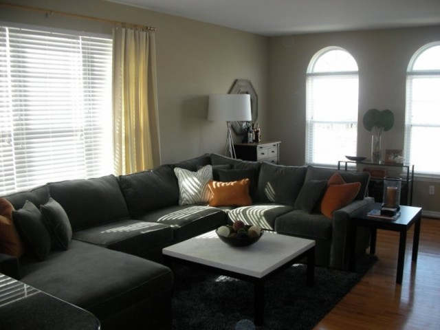Townhouse bachelor pad for 10 x 14 living room arrangement