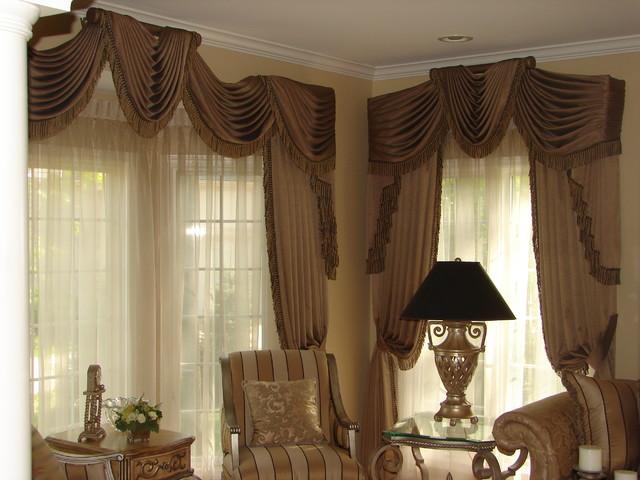 Traditional draperies, Burr Ridg Illinois traditional-living-room