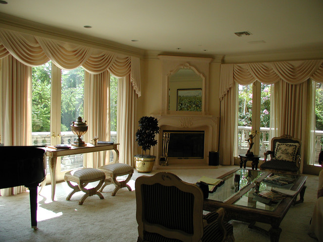 Traditional elegant living room traditional curtains for Traditional curtains for living room