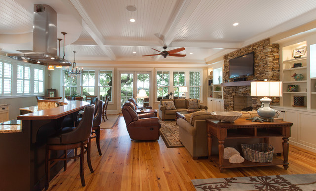 Traditional island home open floorplan kitchen and living for Traditional open floor plans