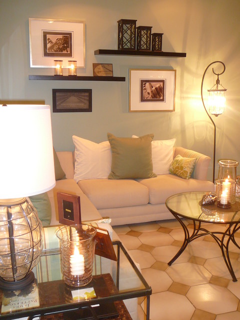 Miami living room restyle for Wall hanging ideas for family room