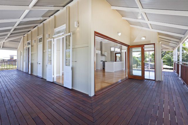 Traditional queenslander circa 1904 traditional living for Front door queenslander