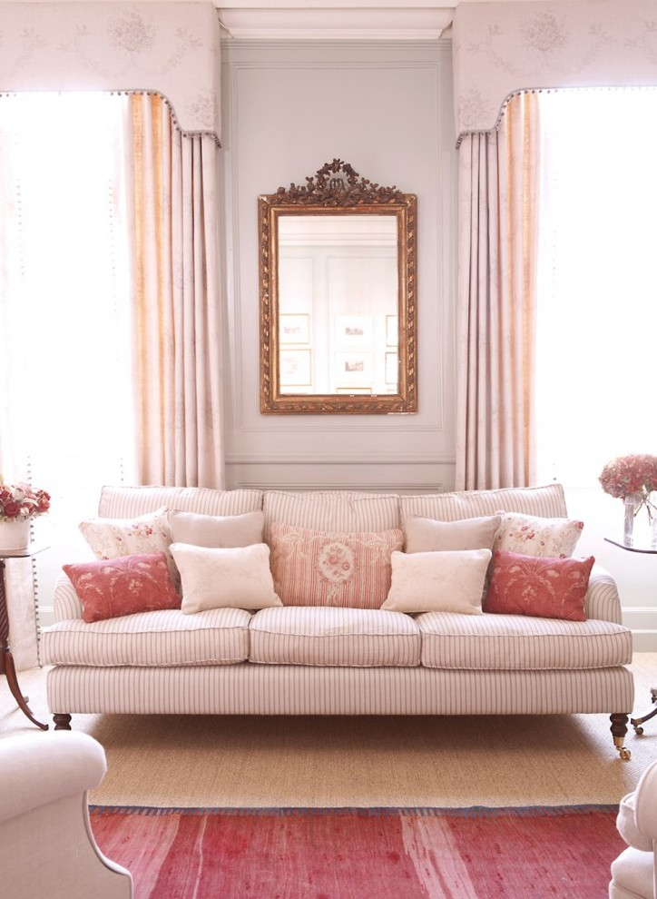Living room - traditional living room idea in Hampshire