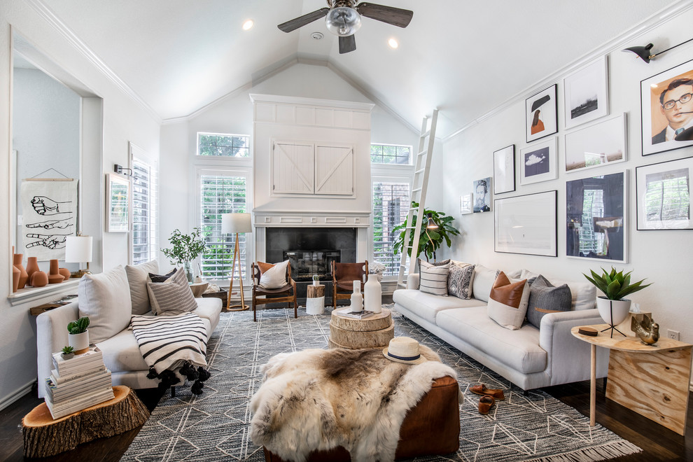 Inspiration for a transitional living room remodel in Dallas