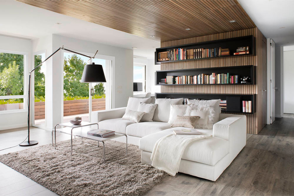 Example of a trendy living room library design in Barcelona