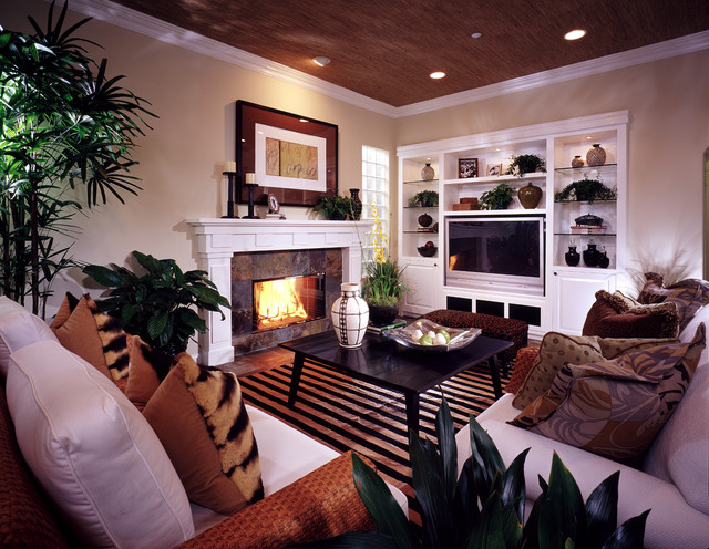 Huntington Beach Villas tropical-living-room