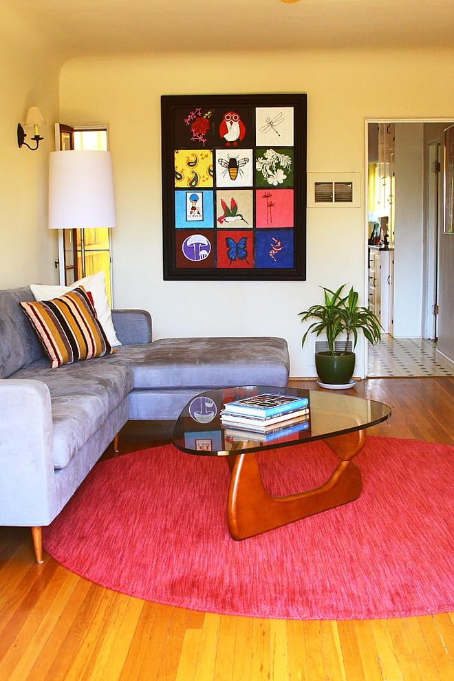 Living room - modern medium tone wood floor living room idea in Los Angeles with beige walls