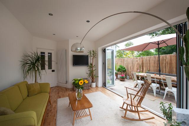 Victorian villa midcentury-living-room
