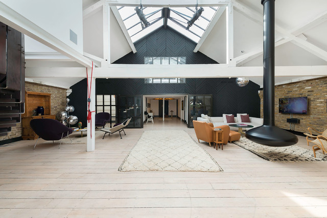 This Is An Example Of Expansive Open Concept Living Room In London With Light