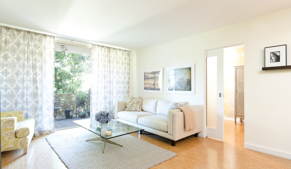 Example of a minimalist cork floor living room design in Los Angeles