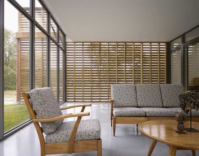 Western Red Cedar Partition Blends Modern Outdoor Living With Midcentury Design