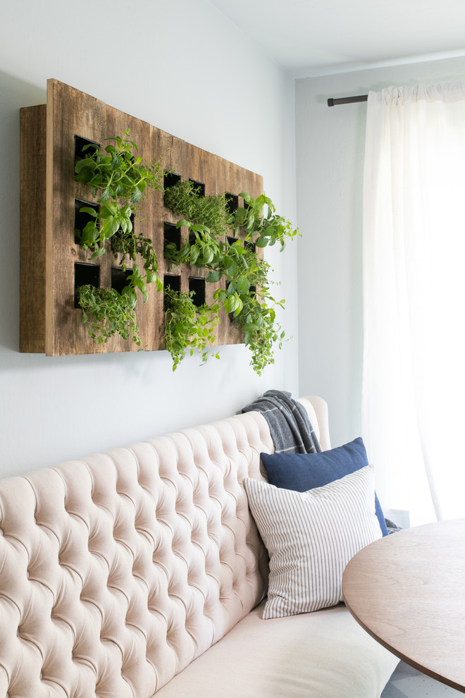 Inspiration for a transitional living room remodel