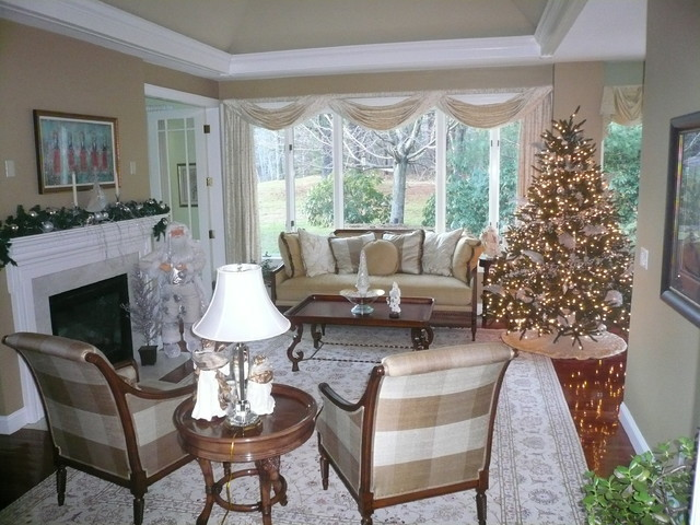 White and silver christmas decorating traditional for Fine country living
