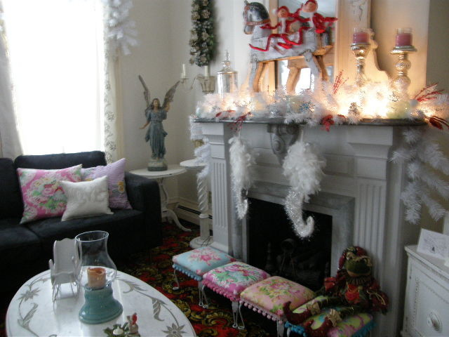 White christmas shabby chic style for Eclectic chic living room