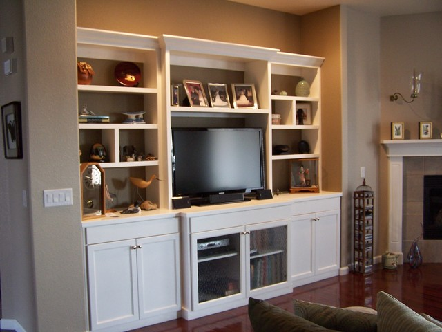 White lacquer entertainment center modern living room denver by amf custom works for Built in designs living room
