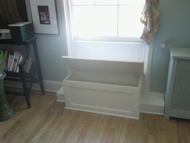 Window seat and storage traditional-living-room