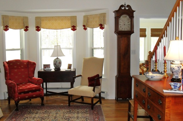 window treatment for bay window area traditional living room - Bay Window Living Room