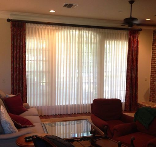 Window treatments for modern living room for Contemporary window treatments for living room