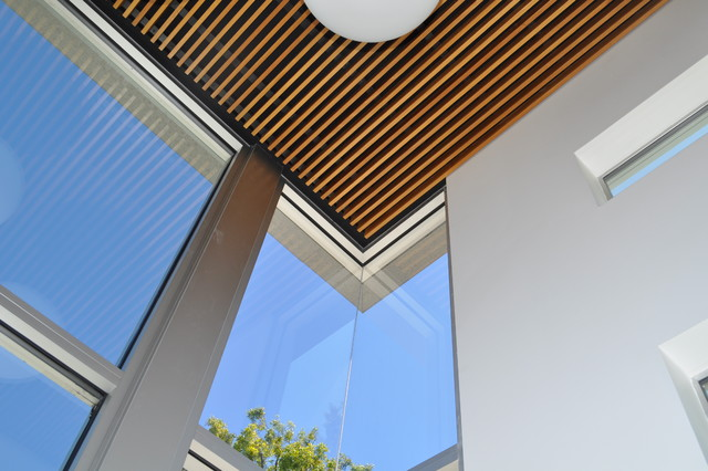 Wood grille Ceiling at Glass Stair enclosure (Addition) modern-living-room