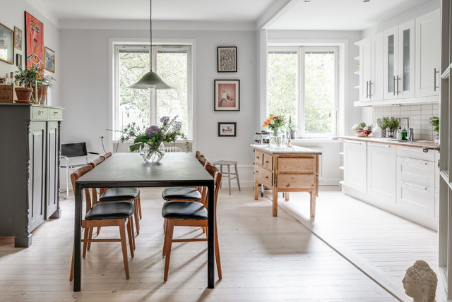 Inspiration for a mid-sized scandinavian light wood floor and beige floor kitchen/dining room combo remodel in Stockholm with gray walls and no fireplace