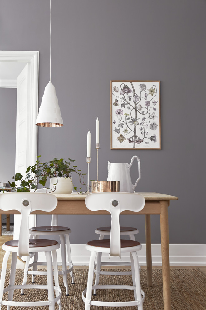 Example of a minimalist dining room design in Gothenburg