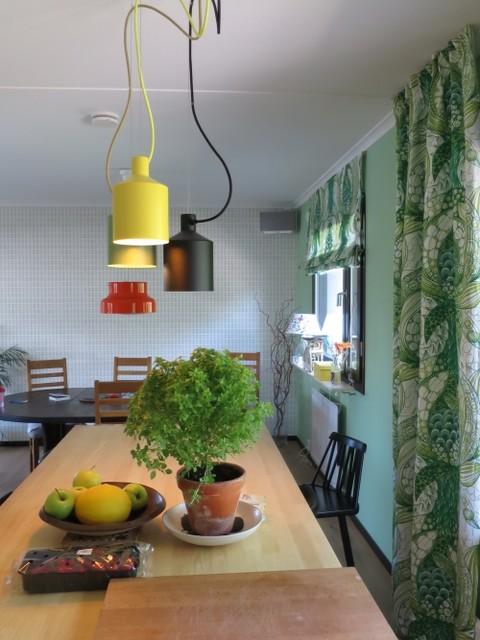 Retro färgskala, inredning och textil i barnfamiljens 70-tals hus ...
