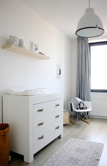 the home of karlijn and pieter skandinavisch babyzimmer amsterdam von holly marder. Black Bedroom Furniture Sets. Home Design Ideas