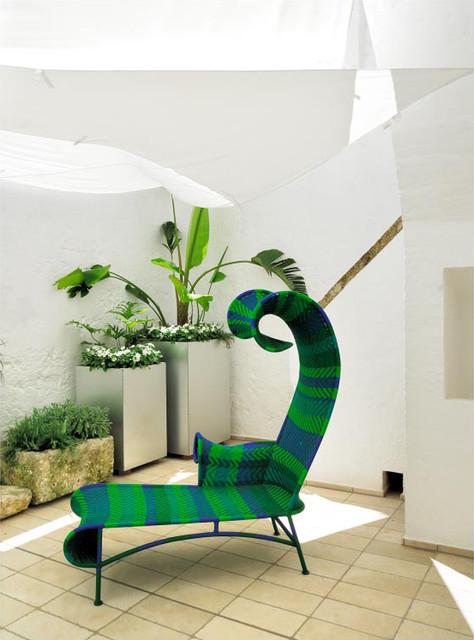 Immagine di un patio o portico mediterraneo con un giardino in vaso e pavimentazioni in pietra naturale