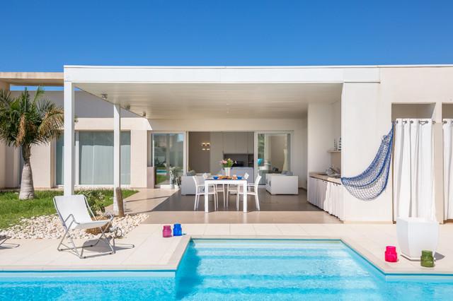 Villa con piscina marina di ragusa stile marinaro patio
