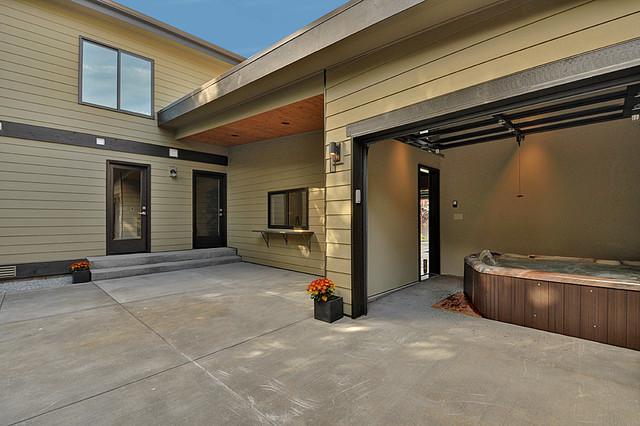 105 Kirkland Residence modern-patio