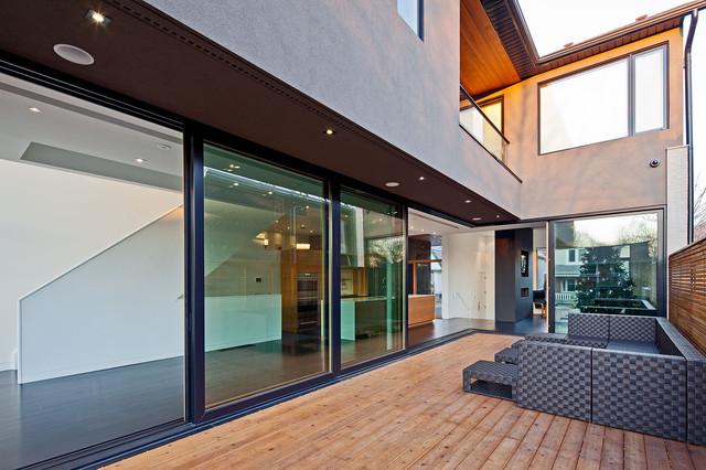 150 W contemporary-patio