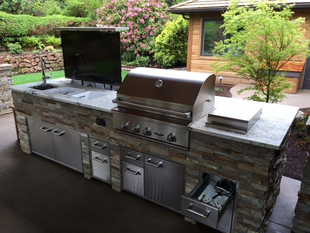2016 Outdoor Kitchen With Fire Table Portland Oregon
