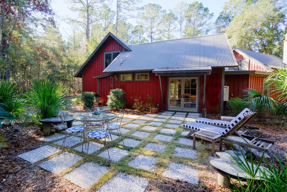 Example of a farmhouse patio design in Atlanta