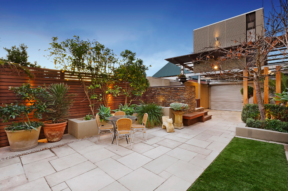 Inspiration for a mid-sized contemporary patio remodel in Melbourne