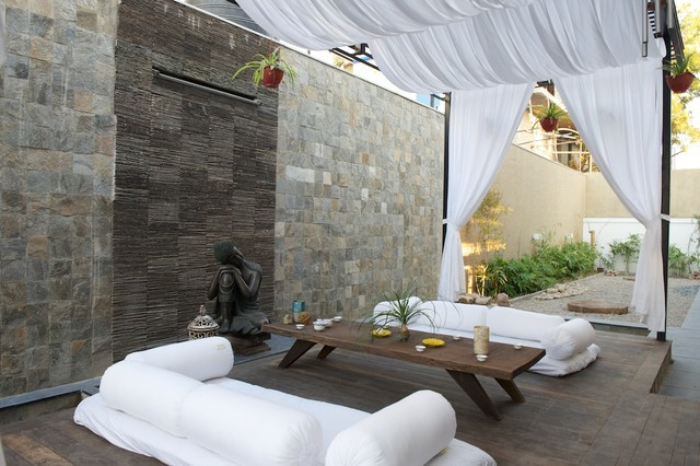 Inspiration For A Tropical Patio Remodel In Ahmedabad With Decking