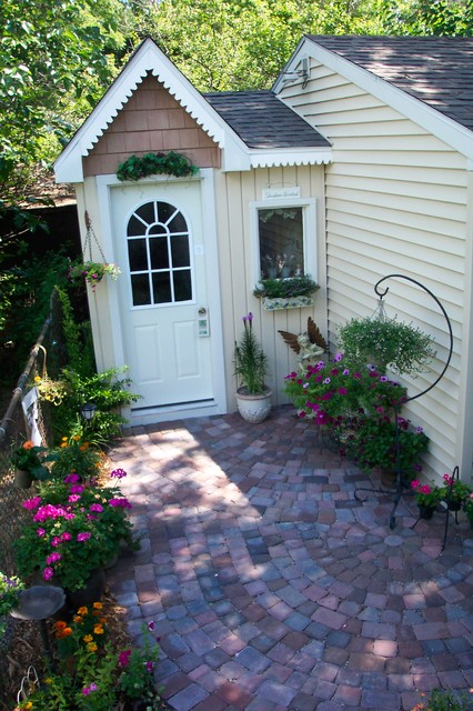 A little Jewel traditional-patio